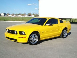 2005-Ford-Mustang-GT-Screaming-Yellow